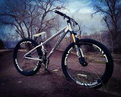 Downhill Bike, Mtb Bike, Bmx Bikes, Cool Bikes, Bmx Dirt, Dirt Biking, Dirt Jumper, Off Road Bikes, Street Bikes