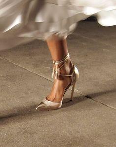 Manolo Blahnik for Rolando Santana Spring Summer 2012 Hot Shoes, Crazy Shoes, Me Too Shoes, Bridal Shoes, Wedding Shoes, High Heels Stilettos, Shoes Heels, Gold Heels, Pumps