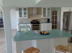 Striking Glass Countertop in the Kitchen Creating Refreshing Look ...