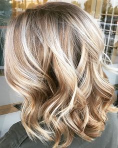 Blonde hair color, blonde ombre, haircut and color, balayage hi Blonde Hair With Highlights, Brown Blonde Hair, Balayage Highlights, Brown Balayage, Blonde Color, Balayage Hair Blonde Medium, Sandy Blonde, Medium Blonde, Blonde Ombre