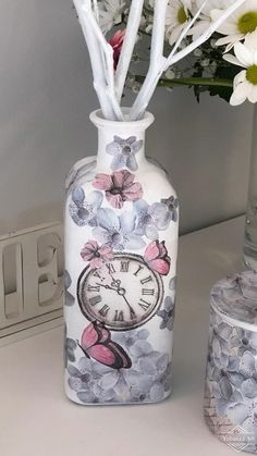 Upcycled Crafts, Easy Diy Crafts, Decoupage Tutorial, Bottles And Jars, Mason Jar Crafts, Diy Accessories, Bottle Art, Paper Decorations, Paper Crafts