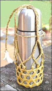 NZ flax weaving blog Flax Weaving, Weaving Art, Types Of Textiles, Water Bottle Covers, Maori Designs, Maori Art, Bottle Bag, Weaving Techniques, Crafty Craft
