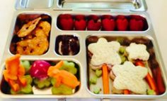 Alyson Hannigan's Kids' Lunches: veggie animals, flower sandwiches and heart-shaped fruit