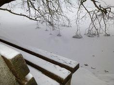 Ο Στέλιος Φόρλιακας φωτογραφίζει τα ίδια μέρη της λίμνης, τις παγοδημιουργίες πριν και μετά το χ... Snow, Outdoor, Outdoors, Outdoor Games, The Great Outdoors, Eyes, Let It Snow