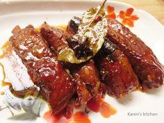 红烧排骨,家常菜。此菜味道香咸,排骨酥烂,色泽金红。