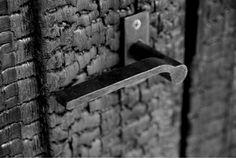 Shou Sugi ban door. Japanese. Architecture. Door hardware. 宇野友明建築事務所