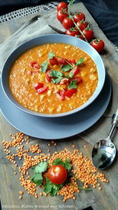 Hallo aus der Suppenküche, Winterzeit ist Suppenzeit,passend zu der Jahreszeit und den kalten Temperaturen, wie wäre es mit einer deftigenRotenLinsensuppe? Butternut- Kürbis, Süßkartoffel, Tomat…