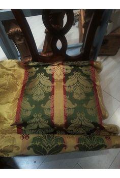 Il nostro reparto tappezzeria ha ridato lustro a delle pregiate sedie di un nostro cliente. Ottimo lavoro ragazzi! #sedia #chair #chairs #silla #stuhl