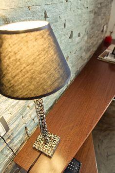 Detalle de lampara en habitación de la Posada Casa del Abad de Ampudia hotel spa #hotelesconencanto #hotelesenpalencia #bucolichoteles