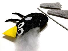 DIY Knuffeltje vogel van viltlapjes -... | boekknutsel | knutselen | handwerken | naaien | vogel | De Knutseljuf Ede Vans Shop, Softies, Diys, School, Bricolage, Do It Yourself, Stuffed Animals, Homemade, Diy