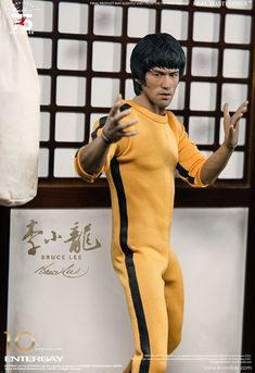 Enterbay figure sculpted by Scuderia - Bruce Lee art collection via: #YellowMenace > http://blog.yellowmenace.net/2017/11/bruce-lee-77th-anniversary-art.html |  #BruceLee #KungFu #fanart #Asian #AsianInspired #toy #actionfigure #collectables