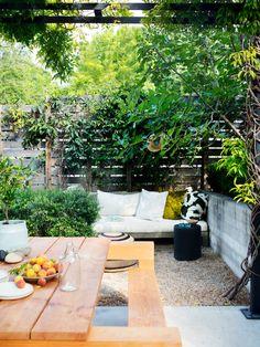 backyard dining space ideas Outdoor Fun, Outdoor Spaces, Outdoor Living, Outdoor Decor, Outdoor Furniture, Modern Backyard, Backyard Landscaping, Wood Daybed, Stock Tank Pool