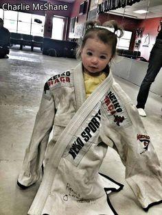 Pinned using PinFace! Taekwondo Kids, Bjj Memes, Ju Jitsu, Warrior Princess, Judo, Girl Power, Mma, Martial Arts, Motorcycle Jacket