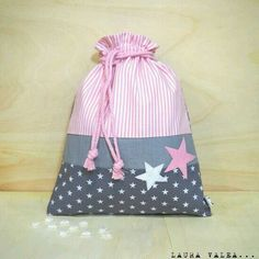Image of star snack bags Drawstring Bag Pattern, Drawstring Bags, Sewing Tutorials, Sewing Projects, Fabric Gift Bags, Quilted Bag, Kids Bags, Applique Designs, Baby Sewing