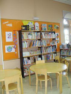 Sala Biblioteca Infantil y Juvenil. Para ninños de entre 7 y 18 años. Aquí podréis encontrar libros, música, cine, archivos de ordenador, puestos de acceso a Internet (con acceso restringido para niños) y Play Station-3.