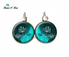 """Boucles d'oreilles """" Fleurs """" cabochon bleu vert bijou fantaisie bronze dormeuses : Boucles d'oreille par bronze-n-roses"""