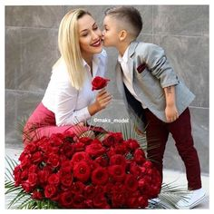 These Guys are Pros! Go check em Out Check Out for 57 Ways to Build a Strong Barber Clientele! Mommy And Son, Mom Daughter, Funny Images, Funny Photos, Mother Son Photography, Mother Son Photos, Mom And Baby Outfits, Valentine Picture, Mom Pictures