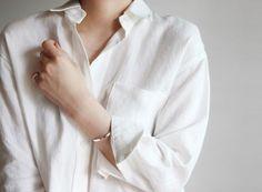Minimal chic 475270566904489612 - Photo Source by camillehovaere Look Fashion, Spring Fashion, Womens Fashion, Milan Fashion, Mode Chic, Minimal Chic, White Shirts, Mode Inspiration, Minimalist Fashion