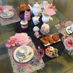 """Adoro uma bela #mesaposta.  Essa aconchegante roupa de mesa è comercializada por @luxurydecor_portaguardanapos  de #Goiânia  Inf. 062-96372466 (whatsapp)…"""