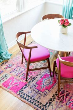 How To Clean Moroccan Rugs | studiodiy.com Pink Dining Rooms, Dining Room Wall Decor, Dining Room Design, Dining Room Furniture, Dining Chairs, Dining Room Rugs, Dinning Nook, Plywood Furniture, Dining Area