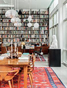 Bookshelf dreams from Bibliostyle  #bookshelfgoals #shelfgoals #bookshelfstyling Home Library Rooms, Home Library Design, House Design, Small Home Libraries, Cozy Home Library, Library Bedroom, Design Desk, Ceiling Shelves, Interior And Exterior