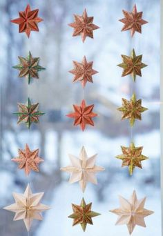 Folding origami is not only very relaxing, it can also be wonderful .Folding origami is not only very relaxing, it can also be used to create beautiful little works of art. Origami Diy, Origami Simple, Origami Modular, Useful Origami, Origami Tutorial, Origami Paper, Christmas Origami, Christmas Crafts, Christmas Stars