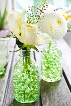 Blumendeko Frühling Beautiful table decoration in white & green with roses, dahlias and water pe Flower Decorations, Table Decorations, Baby Clothes Brands, Bottles And Jars, Clematis, Shade Garden, Pin Collection, Dahlia, Spring
