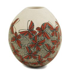 Beautiful butterflies olla by Mata Ortiz artist Cindy Perez. This olla is delicately etched and painted. Each butterfly is perfectly painted with different patterns of orange. Cindy is the wife of Jesus Trevizo Valles.