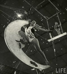 """The Circus Girls from Life Magazine, shot by the acclaimed photographer Nina Leen in we find our sassy subculture of circus girls in Sarasota, Florida, dubbed """"the home of the American circus"""". Vintage Circus Performers, Vintage Circus Photos, Vintage Photographs, Vintage Images, Vintage Posters, Old Circus, Circus Art, Night Circus, Dark Circus"""