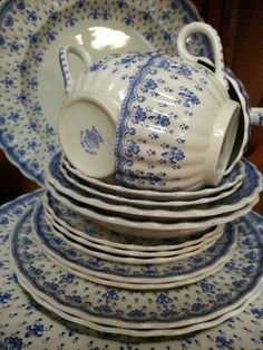 Blue and white Spode Fleur-De-Lis (earthenware no trim - discontinued pattern), an exquisitely delicate pattern and appealing shape.