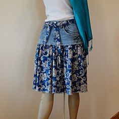 Artículos similares a Paisley & Denim Short Jeans Skirt - Knee Length Blue Jeans Skirt en Etsy