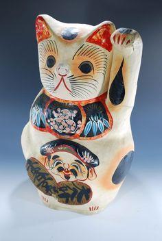 Japanese Antique Old Maneki Neko Beckoning Cat Statue 1989 Big size Maneki Neko, Neko Cat, Japanese Mask, Cat Statue, Painted Books, China Painting, Cat Jewelry, Vintage Cat, Cat Walk