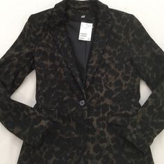H&M leopard print blazer Sexy fitted leopard blazer⭐️the colors in this blazer makes it more fun than a plain leopard blazer!!! Never worn, was planning on wearing with black pants and boots. H&M Jackets & Coats Blazers