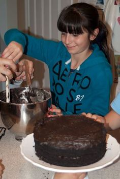 Nanny's Black Midnight Cake Cake Frosting Recipe, Frosting Recipes, Cake Recipes, Dark Chocolate Cakes, Chocolate Desserts, Hot Chocolate, Chocolate Greek Yogurt, Tiramisu Cake, Chiffon Cake