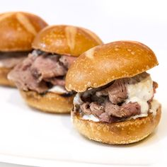 Slow-Roasted Prime Rib Sliders With Horseradish Crème - Recipes to Cook - Prime Ribs Leftovers Recipes, Meat Recipes, Appetizer Recipes, Cooking Recipes, Appetizers, Recipies, Slow Roasted Prime Rib, Prime Rib Roast, Leftover Prime Rib