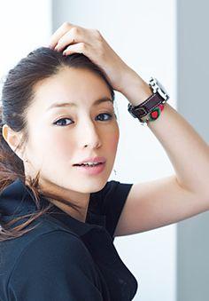 表紙で井川遥さんが手首につけているミサンガはどこのものですか?(P.1) Beautiful Japanese Girl, Cute Japanese, Japanese Beauty, Beautiful Person, Beautiful Asian Girls, Asian Beauty, Beautiful People, Japanese Eyes, Beautiful Women