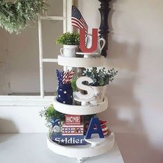 24 July Tiered Tray decoration ideas to glam up your home in Patriotic Spirit - Hike n Dip Make your July decoration even more special with the best July Tiered tray decoration ideas. These Patriotic Day decorations are easy to do. Fourth Of July Decor, 4th Of July Decorations, 4th Of July Party, July 4th, July Crafts, Summer Crafts, Mason Jars, Tray Styling, Tiered Stand