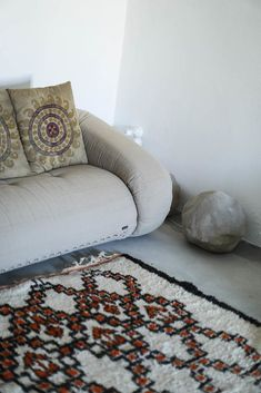 Luciano Giorgi, justesse italienne - The Socialite Family Spring Interiors, Palm Springs Interior Design, Deco, Interior Design, Chaise Lounge, Furniture, Home Textile, Interior, Home Decor