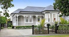 Wanted: a large family who appreciate style, grace and space. This truly elegant villa in one of Mt Eden's best streets awaits you. The grand, yet welcoming exterior is just the beginning. The stunning white interior highlights the many period feature. Bungalow Exterior, Cottage Exterior, House Paint Exterior, Exterior House Colors, Exterior Design, Exterior Color Schemes, House Color Schemes, Edwardian House, Victorian Homes