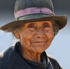 A beautiful woman Beautiful Smile, Life Is Beautiful, Beautiful People, Old Faces, Many Faces, Ageless Beauty, Human Art, People Of The World, Interesting Faces