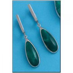 Pendientes en Plata de Ley de 925mm con piedra Resina en color verde. Cierre catalán. Medidas del pendiente: 10x42mm.