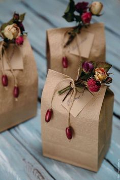 Homemade DIY Valentines's day Gift Wrapping; Simple and Easy Pretty Gift Packaging; Creative Gift Wrapping, Gift Wrapping Paper, Creative Gifts, Cute Gift Wrapping Ideas, Brown Paper Wrapping, Brown Paper Bags, Diy Wrapping, Gift Wraping, Wrapping Papers
