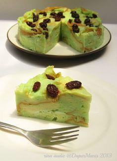 Bingka Roti Kukus Pandan - D a p u r M a n i s Indonesian Desserts, Asian Desserts, Indonesian Food, Resep Cake, Cake Recipes, Dessert Recipes, Roti Recipe, Steamed Cake, Creative Desserts