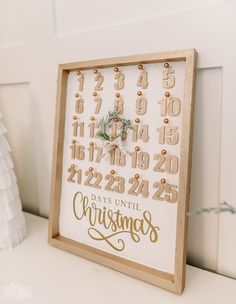 Homemade Christmas, Diy Christmas Gifts, Christmas Decorations, Trending Christmas Gifts, Wooden Calendar, Create A Calendar, Christmas Countdown Calendar, Free Calendar Template, Christmas Decals