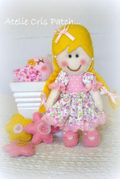 Lindas bonequinhas para decorar sua festa,pode ser no palito ou chaverinhos.  Cores de cabelo e roupa podem ser alterados conforme sollicitado R$ 16,90