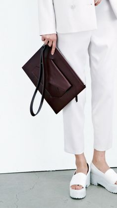 """trickortehun: """" low classic s/s 2013 """" Tote Bags, Handbag Accessories, Fashion Accessories, Best Online Stores, Leather Pouch, Leather Cover, Luxury Bags, Look Fashion, Fashion Photo"""