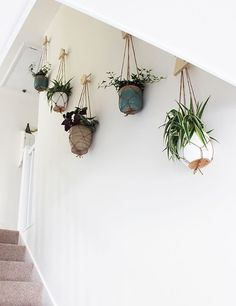 indoor hanging plants ideas to decorate your home 31 ~ mantulgan.me : indoor hanging plants ideas to decorate your home 31 ~ mantulgan. Stair Landing Decor, Stair Wall Decor, Plant Wall Decor, Hanging Plant Wall, House Plants Decor, Hanging Planters, Planter Pots, Diy Hanging, Vertical Wall Planters