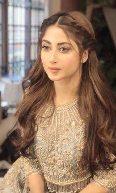 Pakistani Hair, Pakistani Bridal Hairstyles, Hairstyles For Gowns, Open Hairstyles, Indian Hairstyles, Bride Hairstyles, Hairstyle With Gown, Pakistani Bridal Makeup, Ball Hairstyles