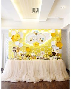 Our busy baby BEE is turning one #bee #birthdayparty #partyideas #busybee…