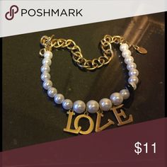 Trendy bracelet 💝💝💝 Cute trendy pearl and gold chained bracelet, About 7 inches long cute and simple❤️❤️ Jewelry Bracelets